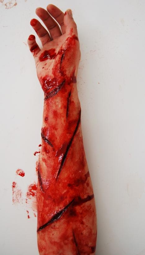prothèses silicone maquillées avec faux sang